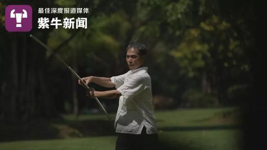 黑帽seo技术网账号_壮族大叔辞高管传承家族狼兵飞镖特技 成非遗传人