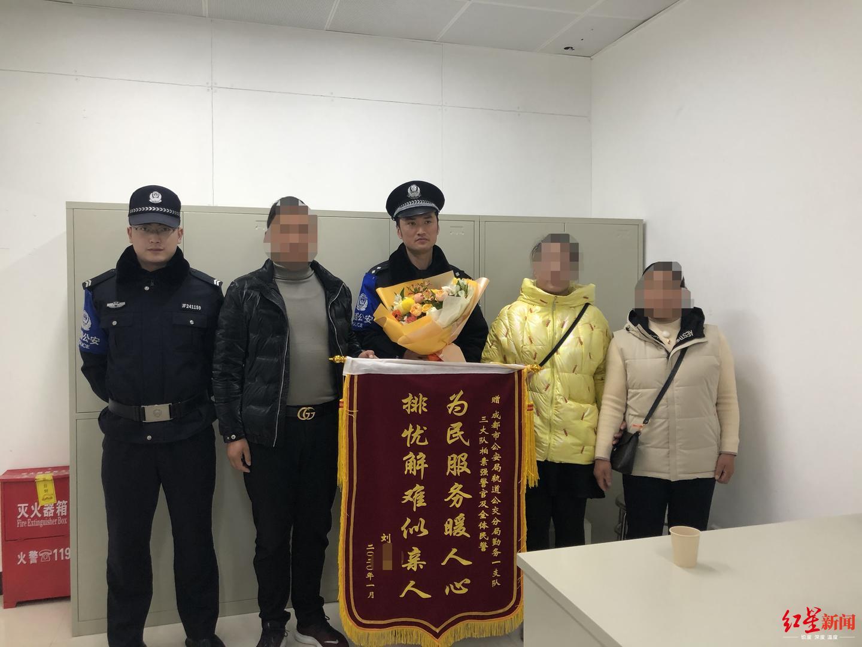 白帽seo与黑帽seo的区别_女子遇民警执法突然蹲地大哭 后面的故事有点暖