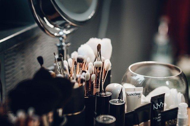 今日头条化妆品广告词