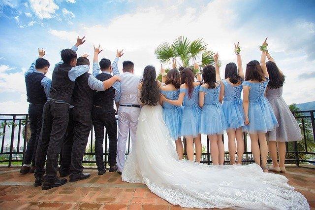 今日头条婚庆行业广告投放