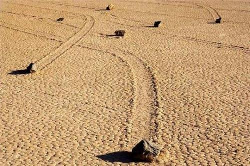 会移动的石头 揭秘美国死亡谷石头为什么会自己移动