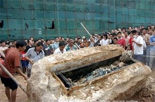 2005年四川南充僵尸事件,揭秘南充文物局领导烧尸体真相